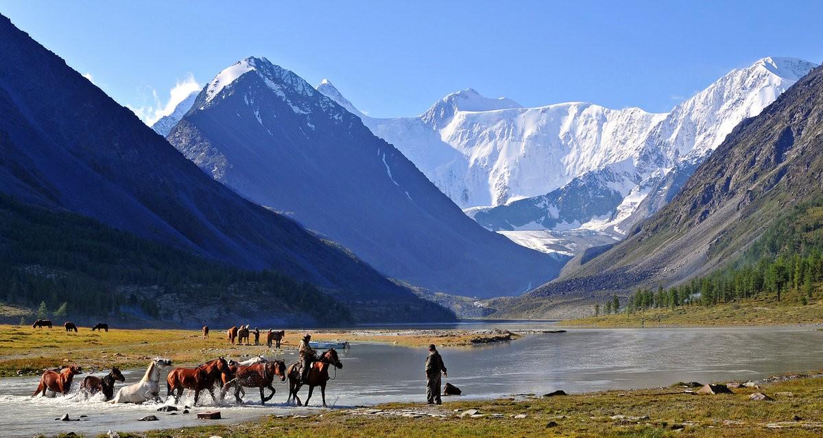 река Катун с изглед към връх Белуха